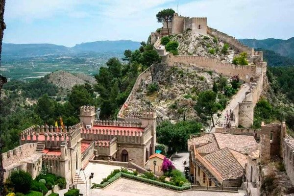 Visit the famous castle in Xàtiva, one of our favorite day trips from Valencia!