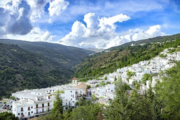Balneario de Lanjarón, located in the beautiful Alpujarras, is one of the most luxurious hotels with pools in Granada!