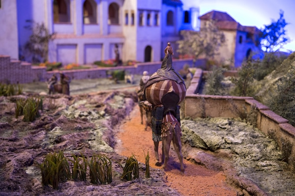 Spending the holidays in Granada? Make sure to check out the incredible belenes, or nativity scenes, all over town!