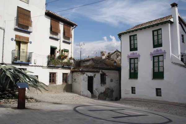 Make sure you take some time during your 7 days in Granada to simply wander the picturesque streets of the ancient Albayzín neighborhood.