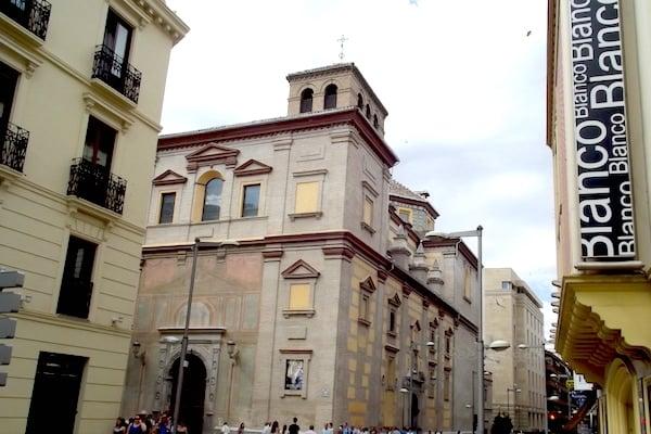 Discoteca Aliatar on Calle Recogidas is one of locals' favorite places for nightlife in Granada!