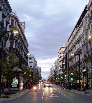 Not sure where to stay in Granada with kids? Suites Gran Vía 44 is a great, centrally located option.