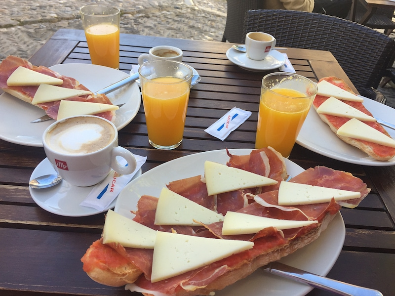 One of the best picks for brunch in Granada is Cafe 4 Gatos, tucked away in the Albayzín.