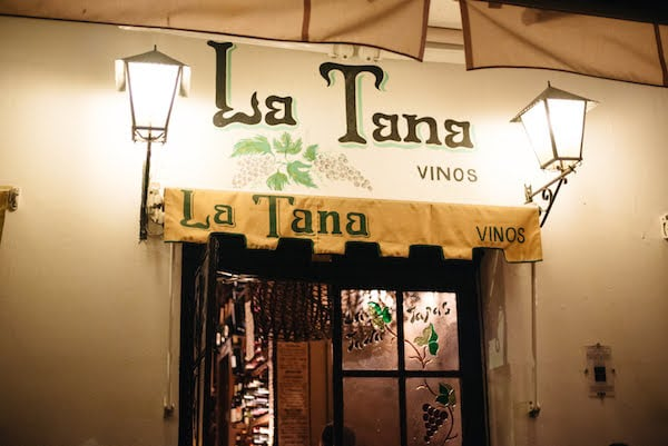 One of the best ideas for a bachelorette party in Granada is a wine tasting at one of the city's top bars, like La Tana.