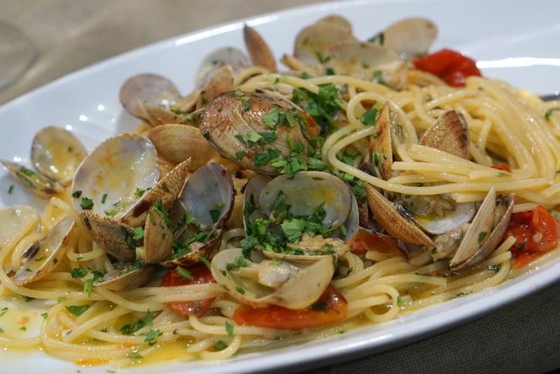 spaghetti alle vongole in Naples
