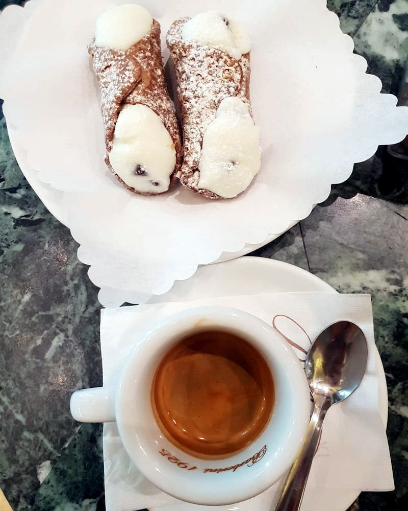What to Eat in Rome - Cannoli