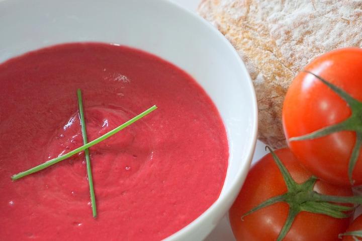 Cold beet soup recipe - beet salmorejo.