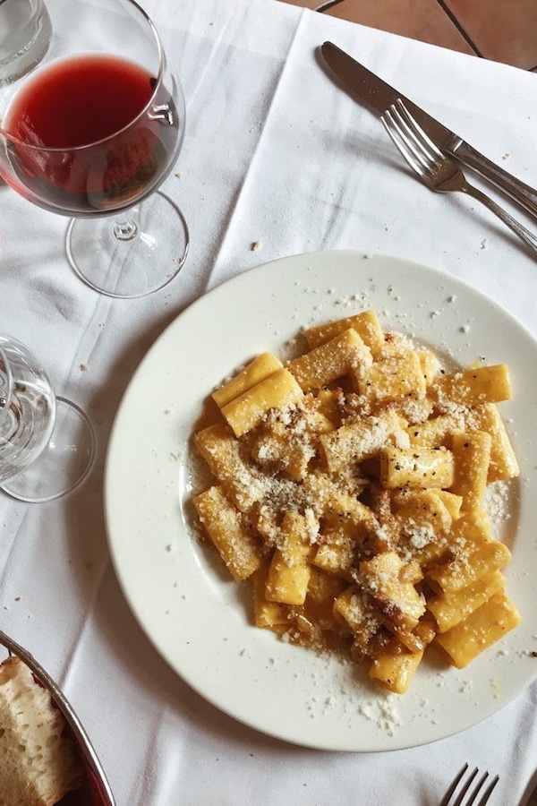 Carbonara and red wine: a match made in heaven!