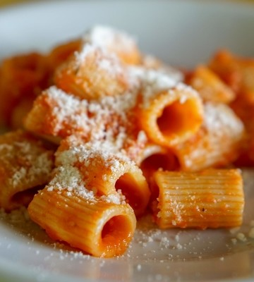 The best food tours in Rome always include pasta!