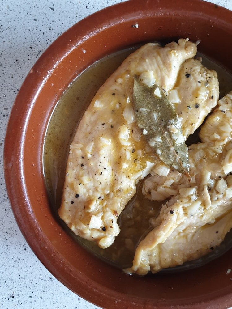 Spanish chicken in white wine and garlic sauce recipe.