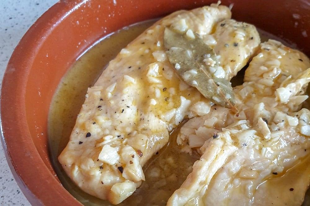 Spanish Chicken in White Wine and Garlic Sauce (Pollo en Salsa Recipe)