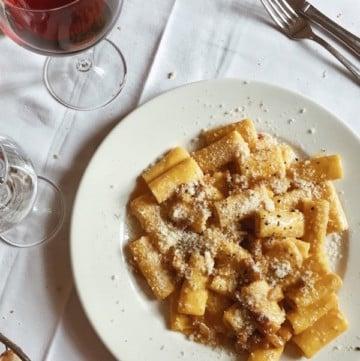 pasta alla gricia with red wine