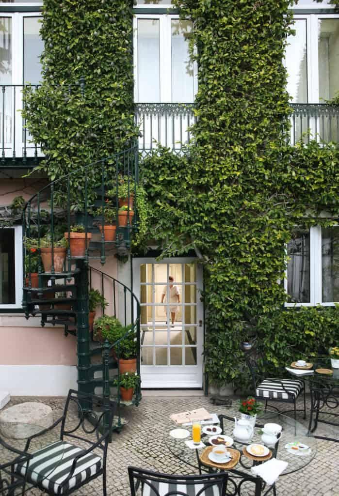 Garden at As Janelas Verdes hotel in Lisbon
