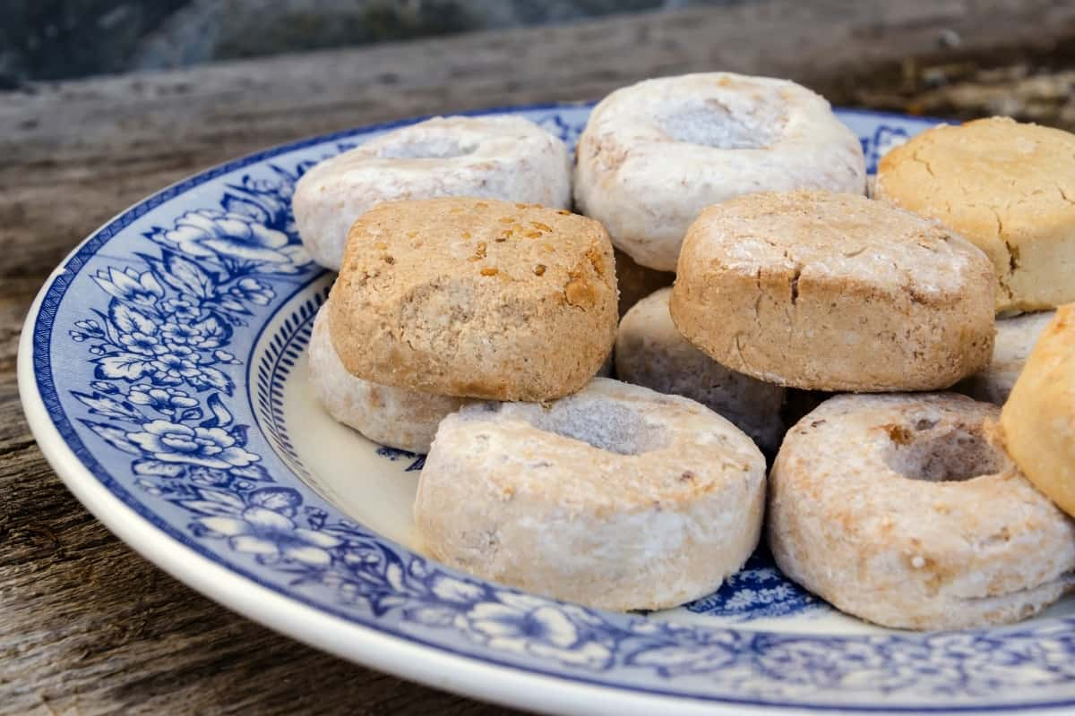 Roscos de Vino cookies on a blue and white china plate