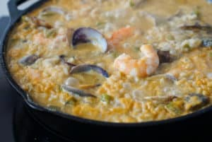 Finished seafood rice with shrimp and clams