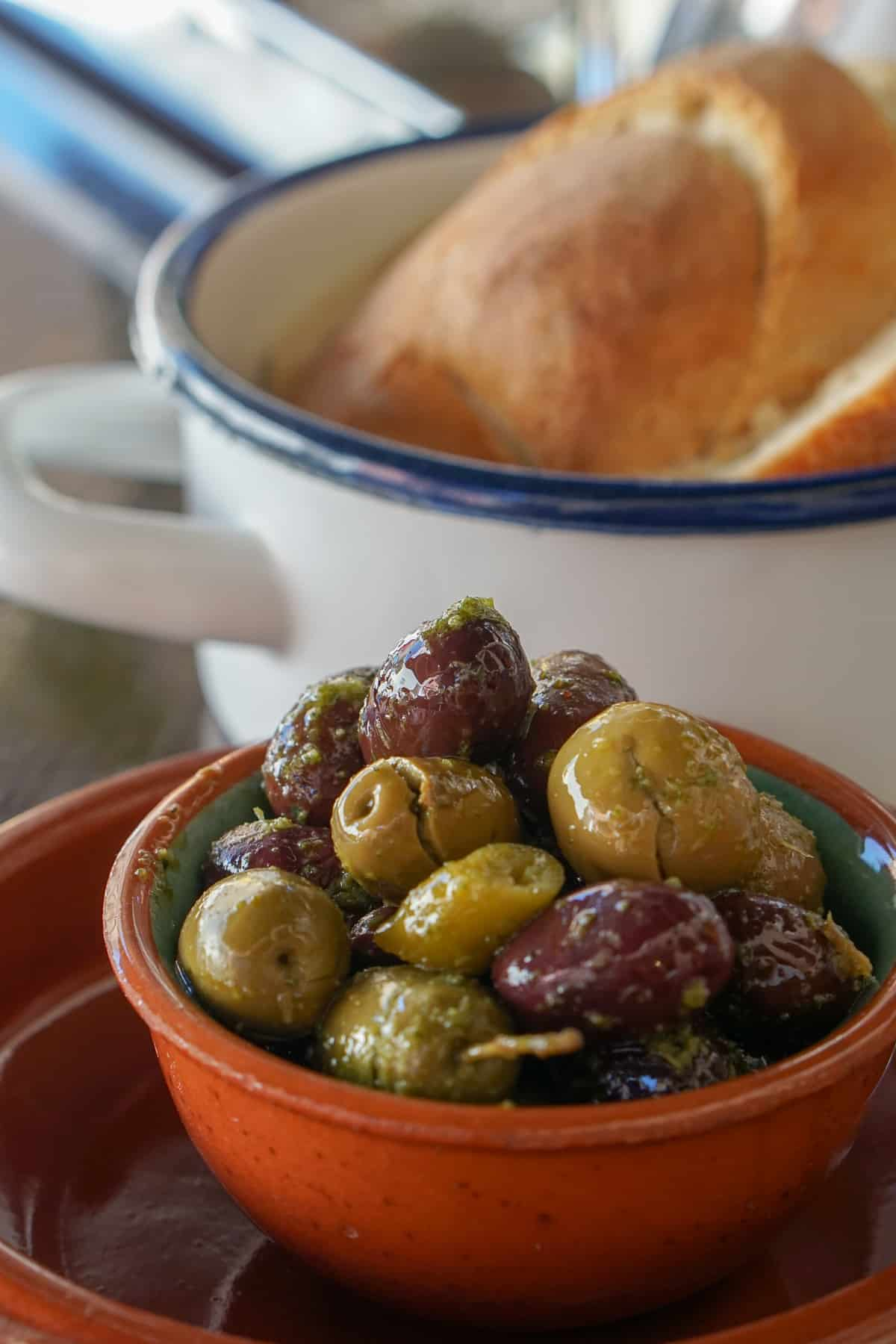 Mallorcan olives in a clay bowl.
